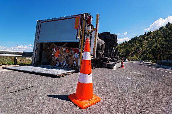 Uma imagem que ilustra um acidente de carga
